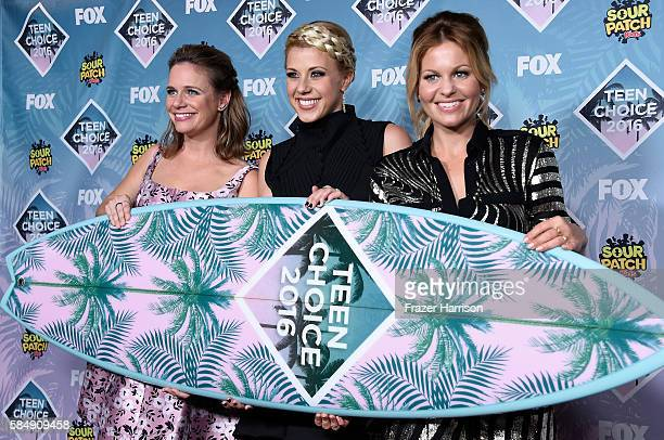 Actors Andrea Barber Jodie Sweetin and Candace CameronBure pose with the Choice TV Comedy award for 'Fuller House' in the press room during Teen...
