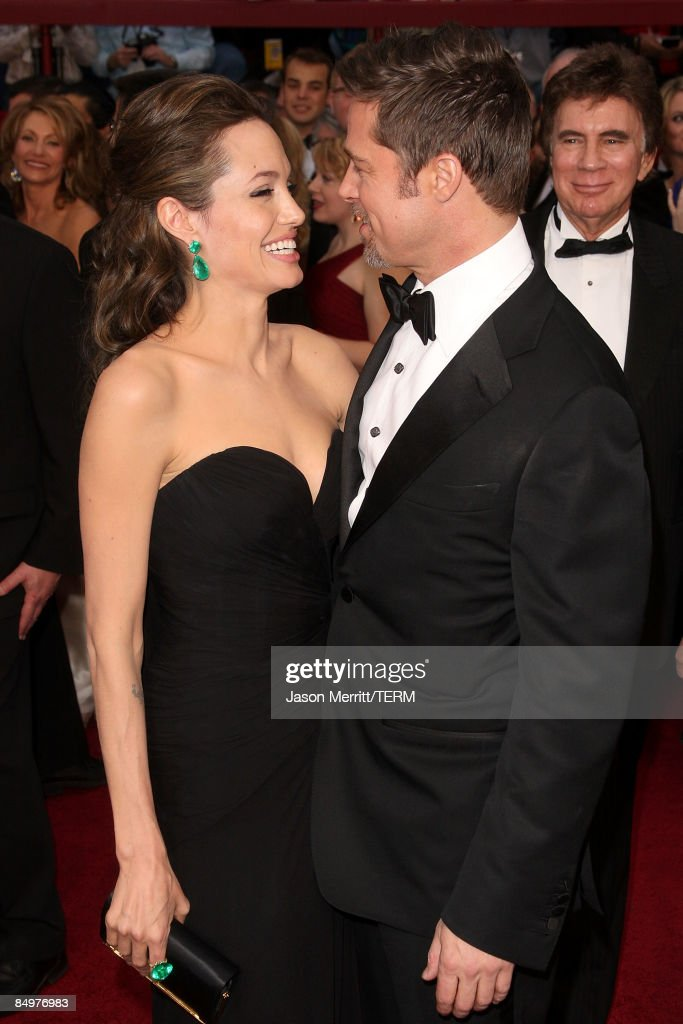 Actors Angelina Jolie and Brad Pitt arrive at the 81st Annual Academy Awards held at Kodak Theatre on February 22, 2009 in Los Angeles, California.