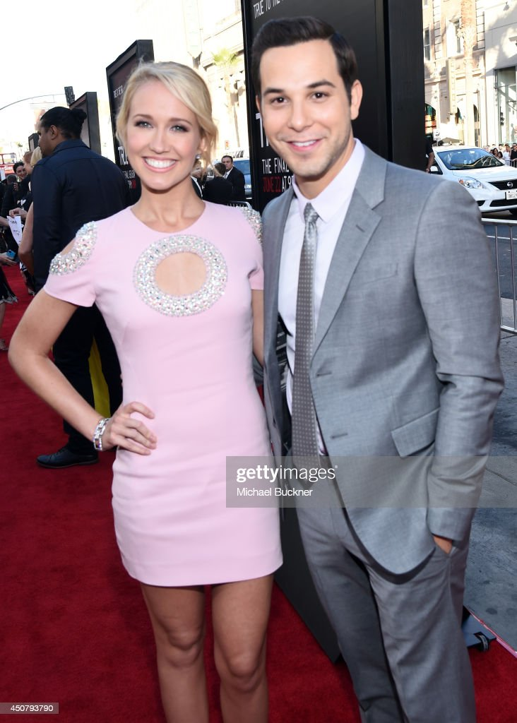 Actors Anna Camp and Skylar Astin attend Premiere Of HBO's 'True Blood' Season 7 And Final Season at TCL Chinese Theatre on June 17 2014 in Hollywood...