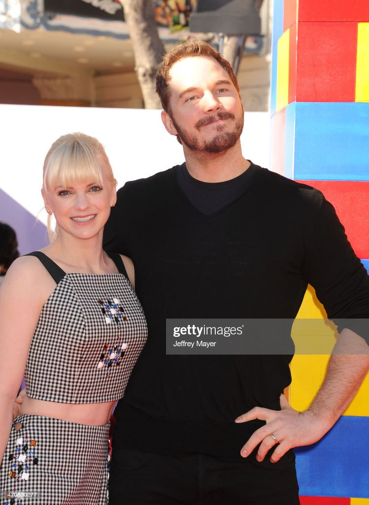 Actors <a gi-track='captionPersonalityLinkClicked' href=/galleries/search?phrase=Anna+Faris&family=editorial&specificpeople=213899 ng-click='$event.stopPropagation()'>Anna Faris</a> (L) and <a gi-track='captionPersonalityLinkClicked' href=/galleries/search?phrase=Chris+Pratt+-+Actor&family=editorial&specificpeople=239084 ng-click='$event.stopPropagation()'>Chris Pratt</a> arrive at the Los Angeles premiere of 'The Lego Movie' held at Regency Village Theatre on February 1, 2014 in Westwood, California.