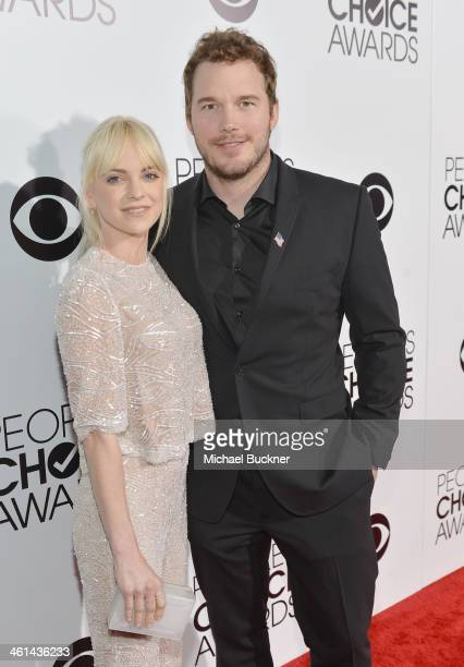 Actors Anna Faris and Chris Pratt attend The 40th Annual People's Choice Awards at Nokia Theatre LA Live on January 8 2014 in Los Angeles California