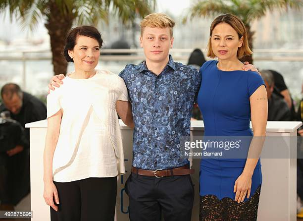 Actors Anne Dorval Olivier Pilon and Suzanne Clement attend the 'Mommy' photocall during the 67th Annual Cannes Film Festival on May 22 2014 in...