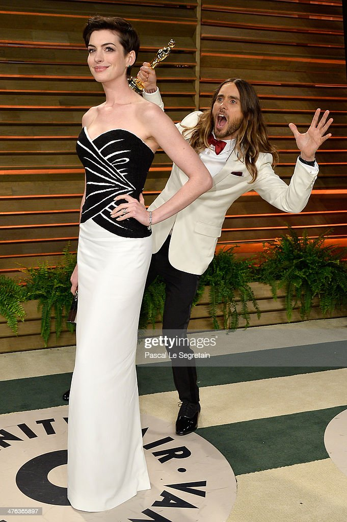 Actors Anne Hathaway (L) and Jared Leto attend the 2014 Vanity Fair Oscar Party hosted by Graydon Carter on March 2, 2014 in West Hollywood, California.