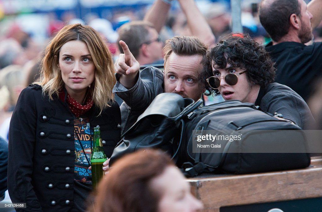 Actors <a gi-track='captionPersonalityLinkClicked' href=/galleries/search?phrase=Arielle+Vandenberg&family=editorial&specificpeople=4537590 ng-click='$event.stopPropagation()'>Arielle Vandenberg</a> (L) and <a gi-track='captionPersonalityLinkClicked' href=/galleries/search?phrase=Aaron+Paul+-+Actor&family=editorial&specificpeople=693211 ng-click='$event.stopPropagation()'>Aaron Paul</a> (C) attend Dead & Company's concert in concert at Citi Field on June 25, 2016 in the Queens borough of New York City.