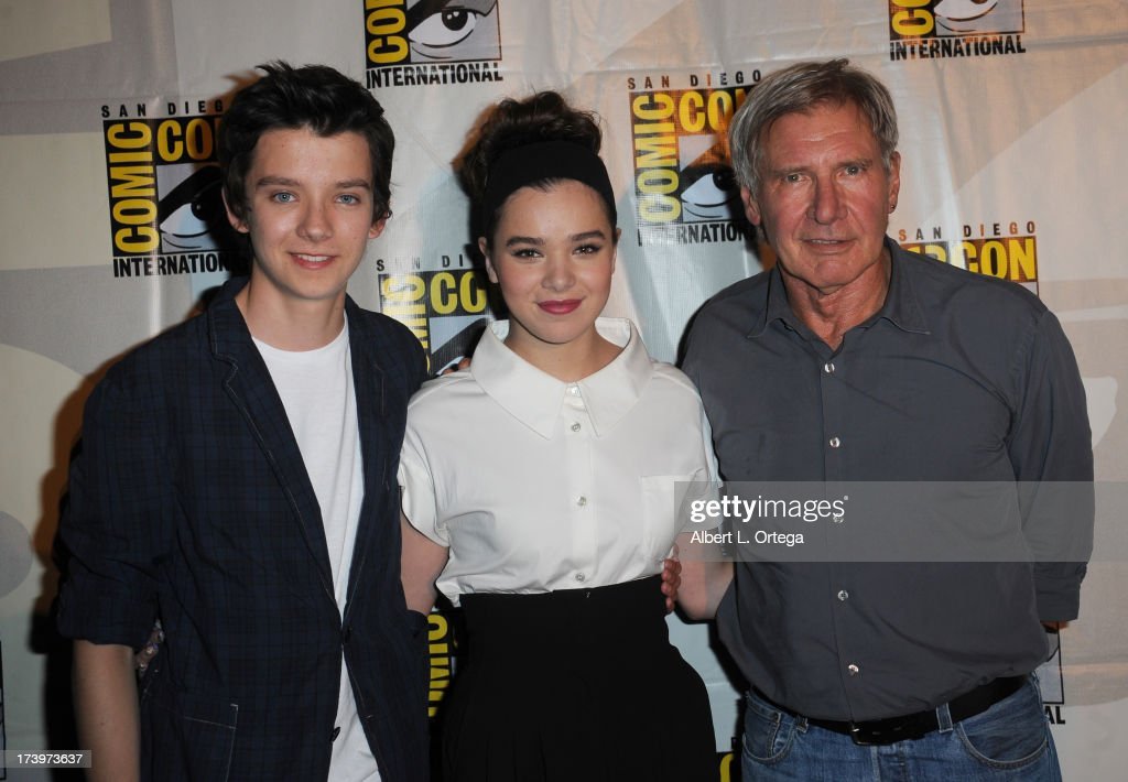 Actors <a gi-track='captionPersonalityLinkClicked' href=/galleries/search?phrase=Asa+Butterfield&family=editorial&specificpeople=5523693 ng-click='$event.stopPropagation()'>Asa Butterfield</a>, <a gi-track='captionPersonalityLinkClicked' href=/galleries/search?phrase=Hailee+Steinfeld&family=editorial&specificpeople=7223409 ng-click='$event.stopPropagation()'>Hailee Steinfeld</a> and <a gi-track='captionPersonalityLinkClicked' href=/galleries/search?phrase=Harrison+Ford+-+Actor+-+Born+1942&family=editorial&specificpeople=11508906 ng-click='$event.stopPropagation()'>Harrison Ford</a> speak onstage at the 'Enders Game' and 'Divergent' panels during Comic-Con International 2013 at San Diego Convention Center on July 18, 2013 in San Diego, California.