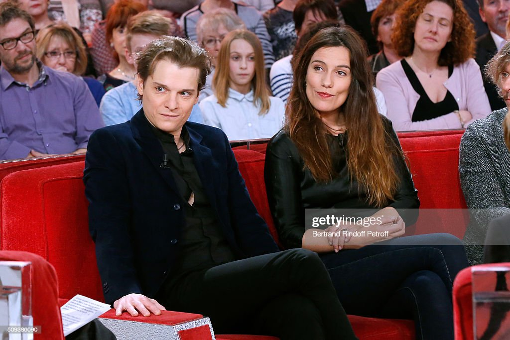 Actors Benabar and Zoe Felix present the Theater Play 'Je vous ecoute', performed at Theatre Tristan Bernard, during the 'Vivement Dimanche' French TV Show at Pavillon Gabriel on February 10, 2016 in Paris, France.