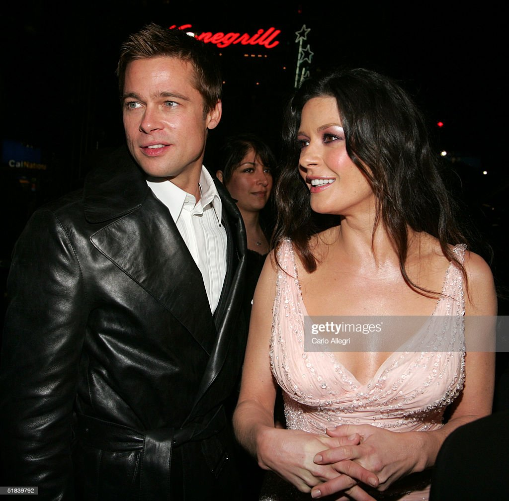 Actors <a gi-track='captionPersonalityLinkClicked' href=/galleries/search?phrase=Brad+Pitt+-+Actor&family=editorial&specificpeople=201682 ng-click='$event.stopPropagation()'>Brad Pitt</a> and Catherine Zeta-Jones arrive at the Warner Bros. premiere of the film 'Ocean's Twelve' at Grauman's Chinese Theatre December 8, 2004 in Hollywood, California.