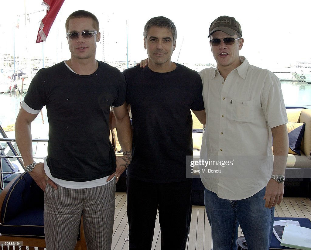 ¿Cuánto mide George Clooney? - Real height Actors-brad-pitt-george-clooney-and-matt-damon-stand-aboard-the-to-picture-id50883464