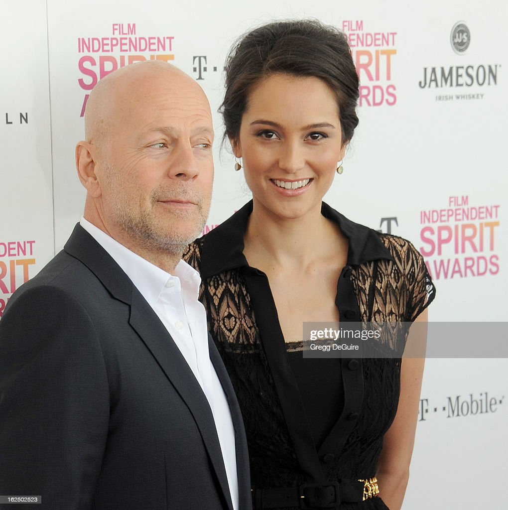 Actors Bruce Willis and wife Emma Heming arrive at the 2013 Film Independent Spirit Awards at Santa Monica Beach on February 23, 2013 in Santa Monica, California.