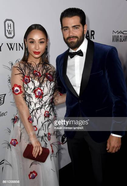 Actors Cara Santana and Jesse Metcalfe attends the amfAR Gala Los Angeles 2017 at Ron Burkle's Green Acres Estate on October 13 2017 in Beverly Hills...