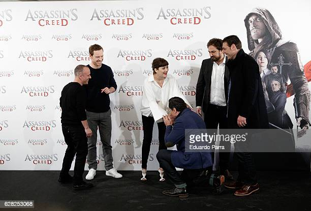 Actors Carlos Bardem Javier Gutierrez Michael Fassbender Marion Cotillard director Justin Kurzel and actor Hovik Keuchkerian attend the 'Assassin's...