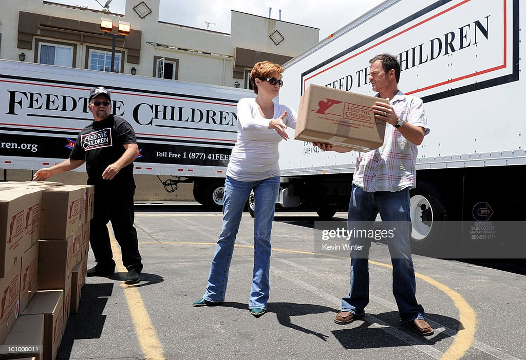 Actors Carolyn Hennesy (C) and Wally Kurth (R) help distribute food at the 37th Annual Daytime Emmy Awards' 'Daytime Gives Back' at the Salvation Army on May, 26, 2010 in Van Nuys, California.