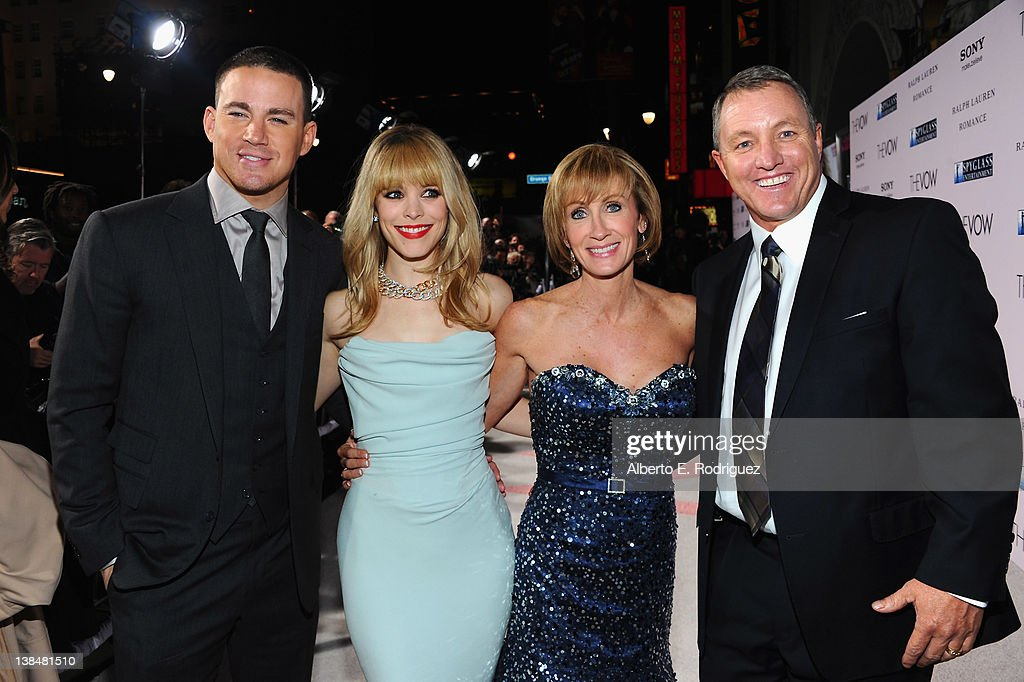 Actors Channig Tatum and <a gi-track='captionPersonalityLinkClicked' href=/galleries/search?phrase=Rachel+McAdams&family=editorial&specificpeople=212942 ng-click='$event.stopPropagation()'>Rachel McAdams</a> pose with Krickitt and Kim Carpenter at the premiere of Sony Pictures' 'The Vow' at Grauman's Chinese Theatre on February 6, 2012 in Hollywood, California.