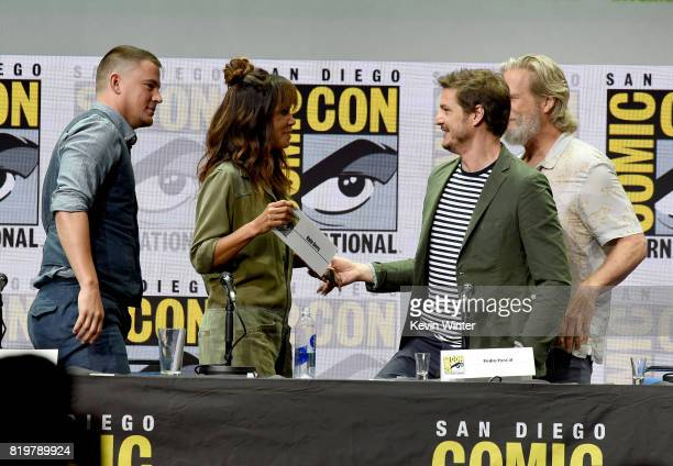 Actors Channing Tatum Halle Berry Pedro Pascal and Jeff Bridges speak onstage at the 20th Century FOX panel during ComicCon International 2017 at San...