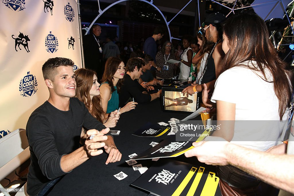 Actors Charlie Carver, <a gi-track='captionPersonalityLinkClicked' href=/galleries/search?phrase=Holland+Roden&family=editorial&specificpeople=5578822 ng-click='$event.stopPropagation()'>Holland Roden</a>, <a gi-track='captionPersonalityLinkClicked' href=/galleries/search?phrase=Crystal+Reed&family=editorial&specificpeople=7115314 ng-click='$event.stopPropagation()'>Crystal Reed</a> and <a gi-track='captionPersonalityLinkClicked' href=/galleries/search?phrase=Dylan+O%27Brien&family=editorial&specificpeople=7115315 ng-click='$event.stopPropagation()'>Dylan O'Brien</a> attend MTV2 Party in The Park at Comic-con International 2013 at PETCO Park on July 18, 2013 in San Diego, California.