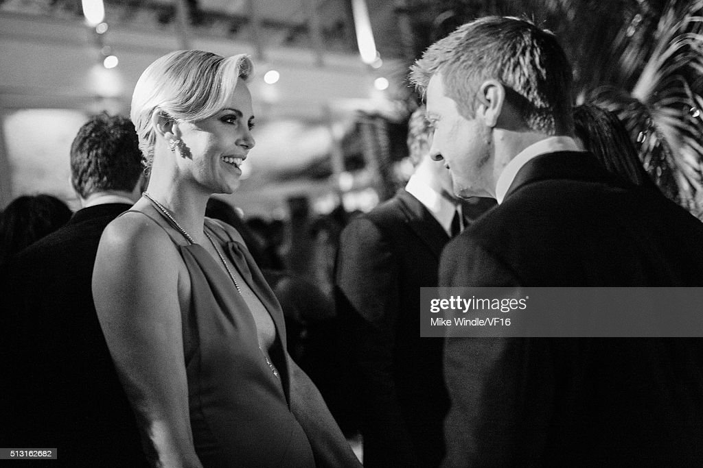 Actors Charlize Theron (L) and Jeremy Renner attend the 2016 Vanity Fair Oscar Party Hosted By Graydon Carter at the Wallis Annenberg Center for the Performing Arts on February 28, 2016 in Beverly Hills, California.