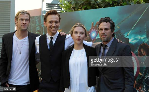Actors Chris Hemsworth Tom Hiddlestone Scarlett Johansson and Mark Ruffalo attend 'The Avengers' photocall at De Russie Hotel on April 21 2012 in...