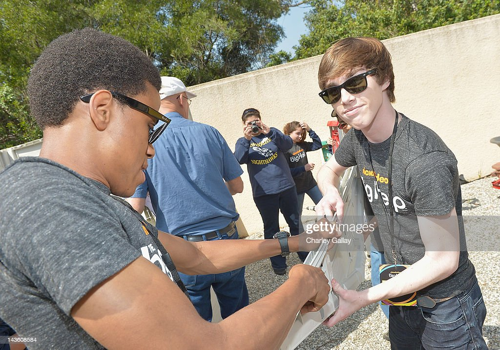 Actors Chris O'Neal (L) and Noah Crawford from Nickelodeon's 'How to Rock' volunteer with students for a Big Help environmental project at New Horizon Elementary & Middle School on April 30, 2012 in Pasadena, California.