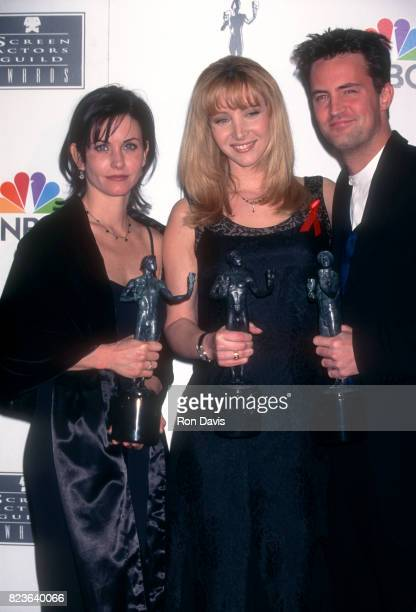 Actors Courteney Cox Lisa Kudrow and Matthew Perry pose their awards during the Second Annual Screen Actors Guild Awards on February 24 1996 at the...