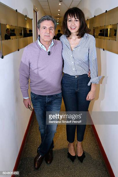Actors Daniel Auteuil and Valerie Bonneton present the movie 'L'envers du decor' during the 'Vivement Dimanche' French TV Show at Pavillon Gabriel on...