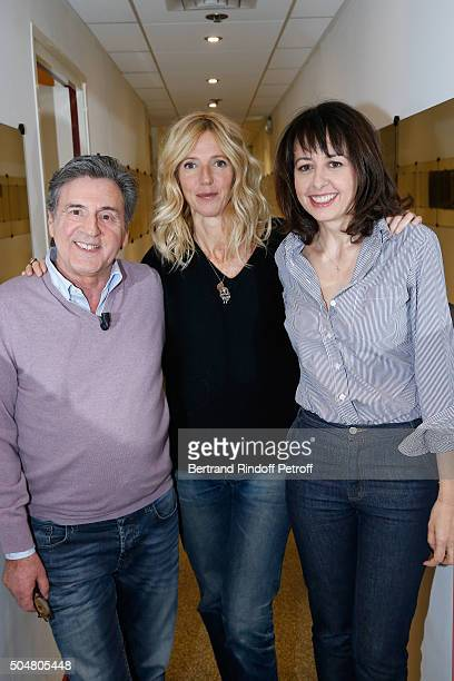 Actors Daniel Auteuil Sandrine Kiberlain and Valerie Bonneton attend the 'Vivement Dimanche' French TV Show at Pavillon Gabriel on January 13 2016 in...