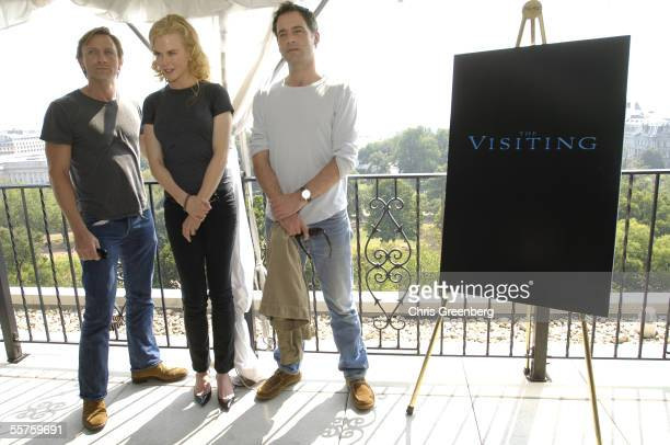 Actors Daniel Craig Nicole Kidman and Jeremy Northam pose during a press conference at the HayAdams Hotel September 23 2005 in Washington DC The...