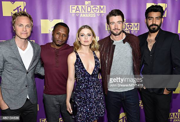Actors David Anders Malcolm Goodwin Rose McIver Robert Buckley and Rahul Kohli from the TV series 'iZombie' attend the MTV Fandom Awards San Diego at...