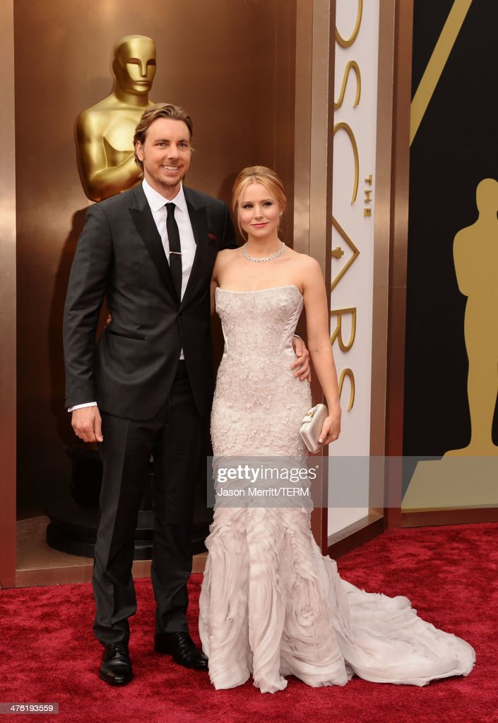 Actors Dax Shepard (L) and Kristen Bell attend the Oscars held at Hollywood & Highland Center on March 2, 2014 in Hollywood, California.