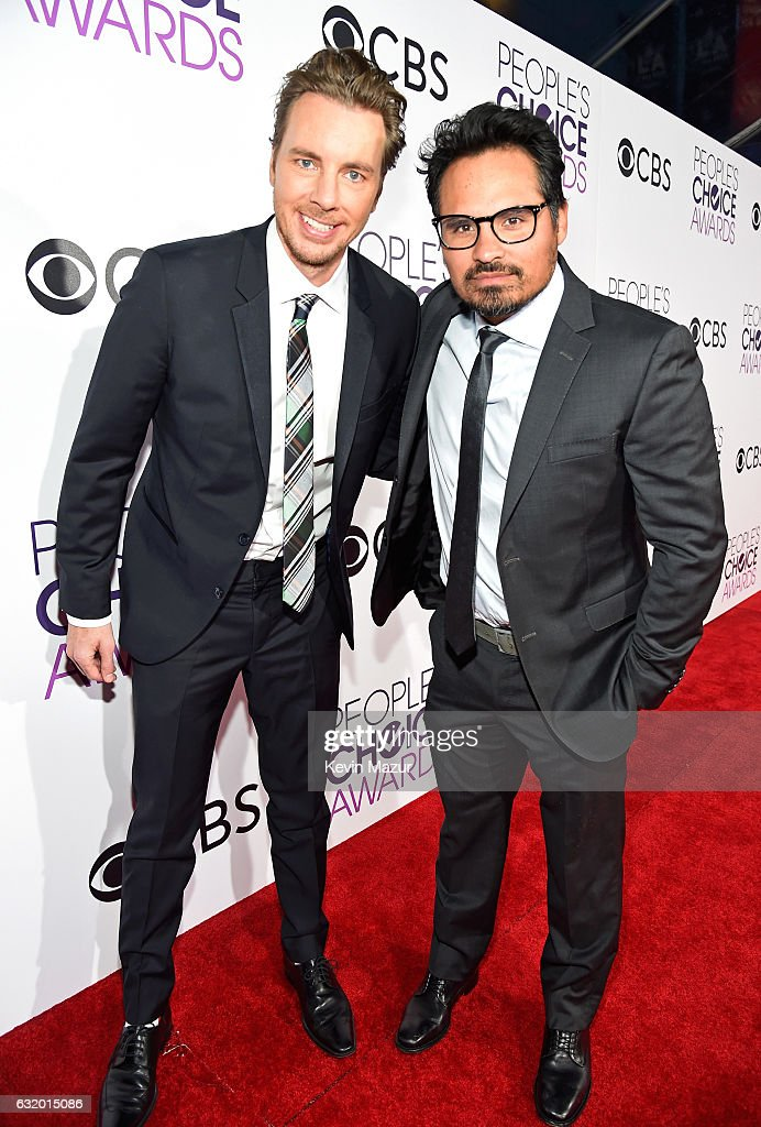 actors-dax-shepard-and-michael-pena-attend-the-peoples-choice-awards-picture-id632015086