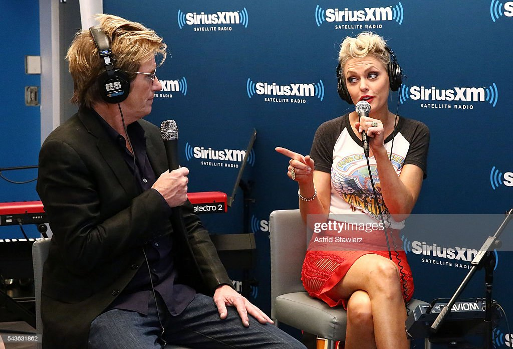 Actors <a gi-track='captionPersonalityLinkClicked' href=/galleries/search?phrase=Denis+Leary&family=editorial&specificpeople=204773 ng-click='$event.stopPropagation()'>Denis Leary</a> and <a gi-track='captionPersonalityLinkClicked' href=/galleries/search?phrase=Elaine+Hendrix&family=editorial&specificpeople=584608 ng-click='$event.stopPropagation()'>Elaine Hendrix</a> attend SiriusXM's 'Town Hall' With The Cast Of Sex&Drugs&Rock&Roll on June 29, 2016 in New York City.