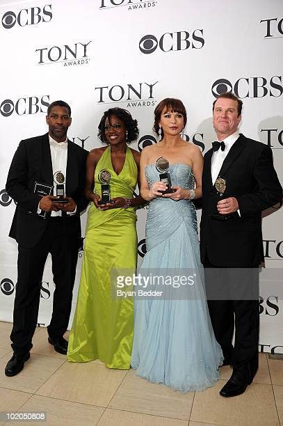 Actors Denzel Washington Viola Davis Catherine ZetaJones and Douglas Hodge pose with their awards at the 64th Annual Tony Awards at The Sports...
