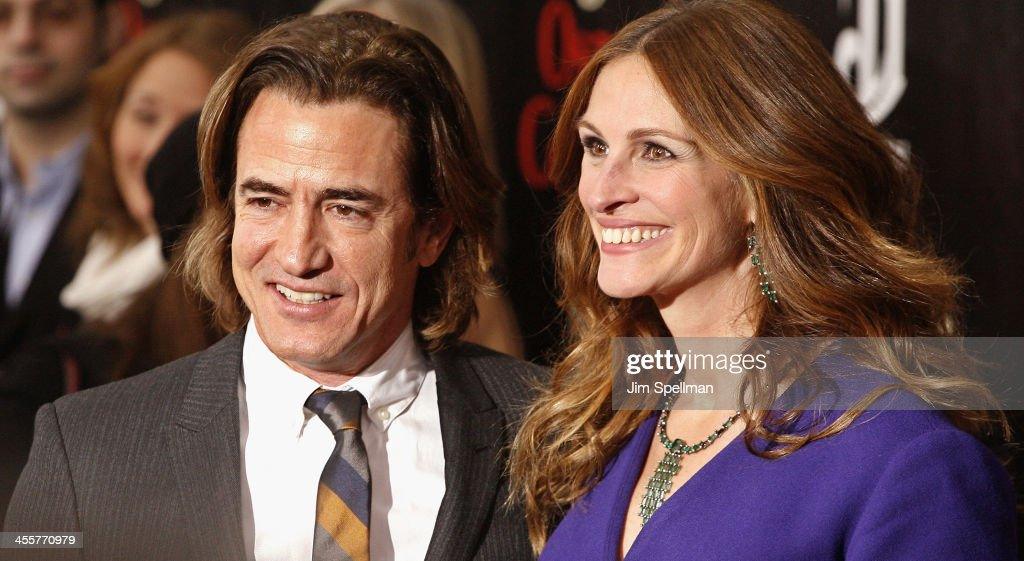 Actors <a gi-track='captionPersonalityLinkClicked' href=/galleries/search?phrase=Dermot+Mulroney&family=editorial&specificpeople=208776 ng-click='$event.stopPropagation()'>Dermot Mulroney</a> and <a gi-track='captionPersonalityLinkClicked' href=/galleries/search?phrase=Julia+Roberts&family=editorial&specificpeople=202605 ng-click='$event.stopPropagation()'>Julia Roberts</a> attend the 'August: Osage County' premiere at Ziegfeld Theater on December 12, 2013 in New York City.