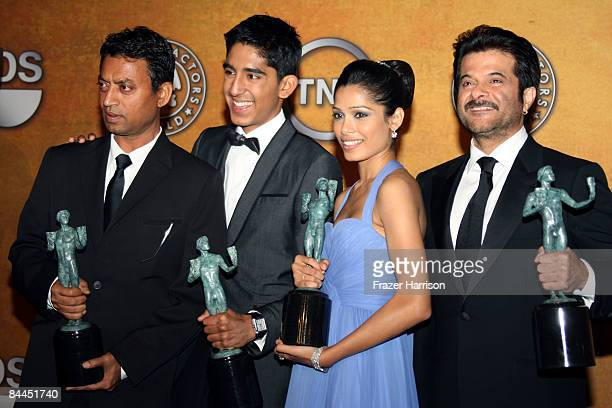 Actors Dev Patel Irrfan Khan Freida Pinto and Anil Kapoor pose with their award for Outstanding Cast in a Motion Picture for 'Slumdog Millionaire' in...
