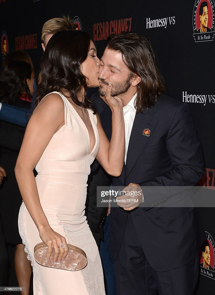 Actors <a gi-track='captionPersonalityLinkClicked' href=/galleries/search?phrase=Diego+Luna&family=editorial&specificpeople=213511 ng-click='$event.stopPropagation()'>Diego Luna</a> and <a gi-track='captionPersonalityLinkClicked' href=/galleries/search?phrase=Rosario+Dawson&family=editorial&specificpeople=201472 ng-click='$event.stopPropagation()'>Rosario Dawson</a> attend the premiere of Pantelion Films and Participant Media's 'Cesar Chavez' - Arrivals at TCL Chinese Theatre on March 20, 2014 in Hollywood, California.