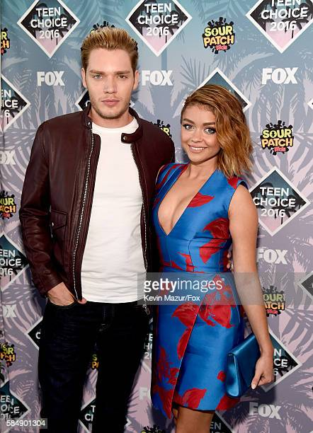 Actors Dominic Sherwood and Sarah Hyland attend Teen Choice Awards 2016 at The Forum on July 31 2016 in Inglewood California