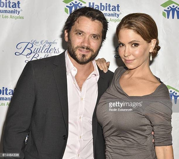 Actors Dominic Zamprogna and Lisa LoCicero attend the Habitat LA 2016 Los Angeles Builders Ball at Regent Beverly Wilshire Hotel on October 13 2016...