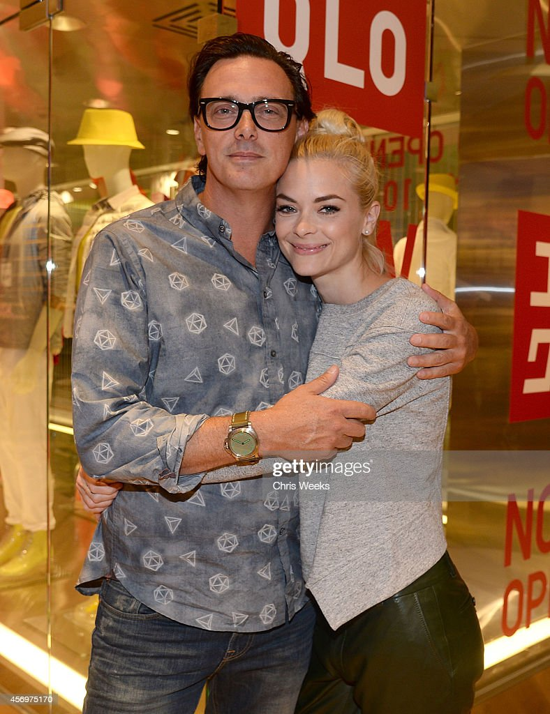 UNIQLO Celebrates Arrival In Los Angeles With Exclusive Pre-Shopping Event At The UNIQLO Beverly Center Flagship Store