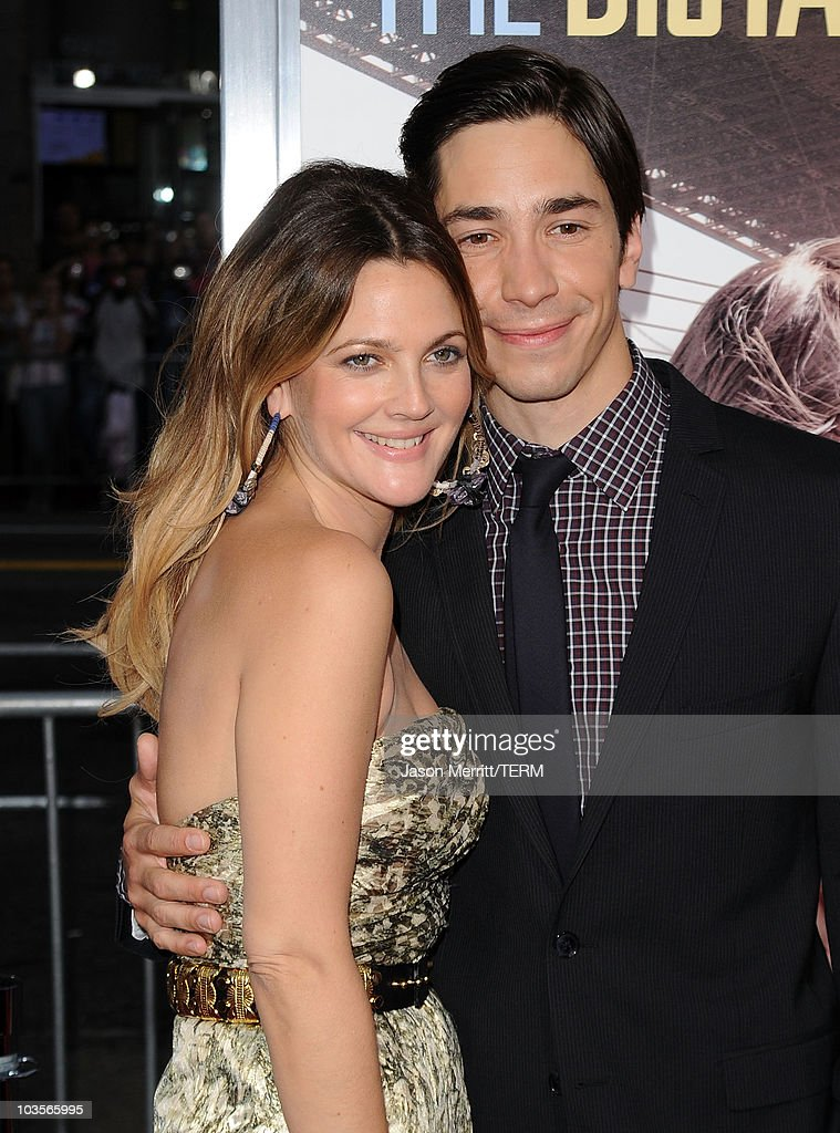 Actors Drew Barrymore (L) and Justin Long arrive at the premiere of Warner Bros. 'Going The Distance' held at Grauman's Chinese Theatre on August 23, 2010 in Los Angeles, California.