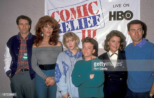 Actors Ed O'Neill Katey Sagal Christina Applegate David Faustino Amanda Bearse and David Garrison attend the Comic Relief III Benefit on March 18...