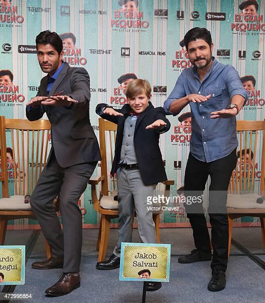 Actors Eduardo Verastegui Jakob Salvati and film director Alejandro Monteverde attend a press conference to promote the new film 'Little Boy' at...