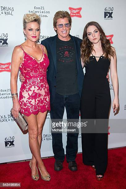 Actors Elaine Hendrix Denis Leary and Elizabeth Gillies attend the 'SexDrugsRockRoll' Season 2 premiere at AMC Loews 34th Street 14 theater on June...