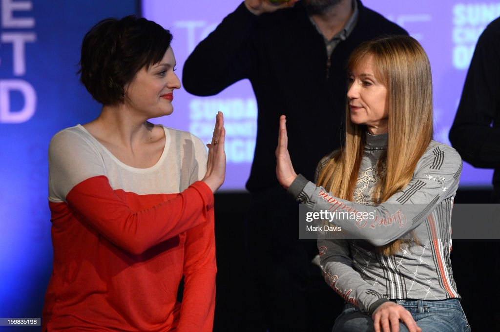 Actors <a gi-track='captionPersonalityLinkClicked' href=/galleries/search?phrase=Elisabeth+Moss&family=editorial&specificpeople=3079265 ng-click='$event.stopPropagation()'>Elisabeth Moss</a> (L) and <a gi-track='captionPersonalityLinkClicked' href=/galleries/search?phrase=Holly+Hunter&family=editorial&specificpeople=201880 ng-click='$event.stopPropagation()'>Holly Hunter</a> (R) attend the press conference for Sundance Channel original series 'Top of the Lake' on January 21, 2013 in Park City, Utah.