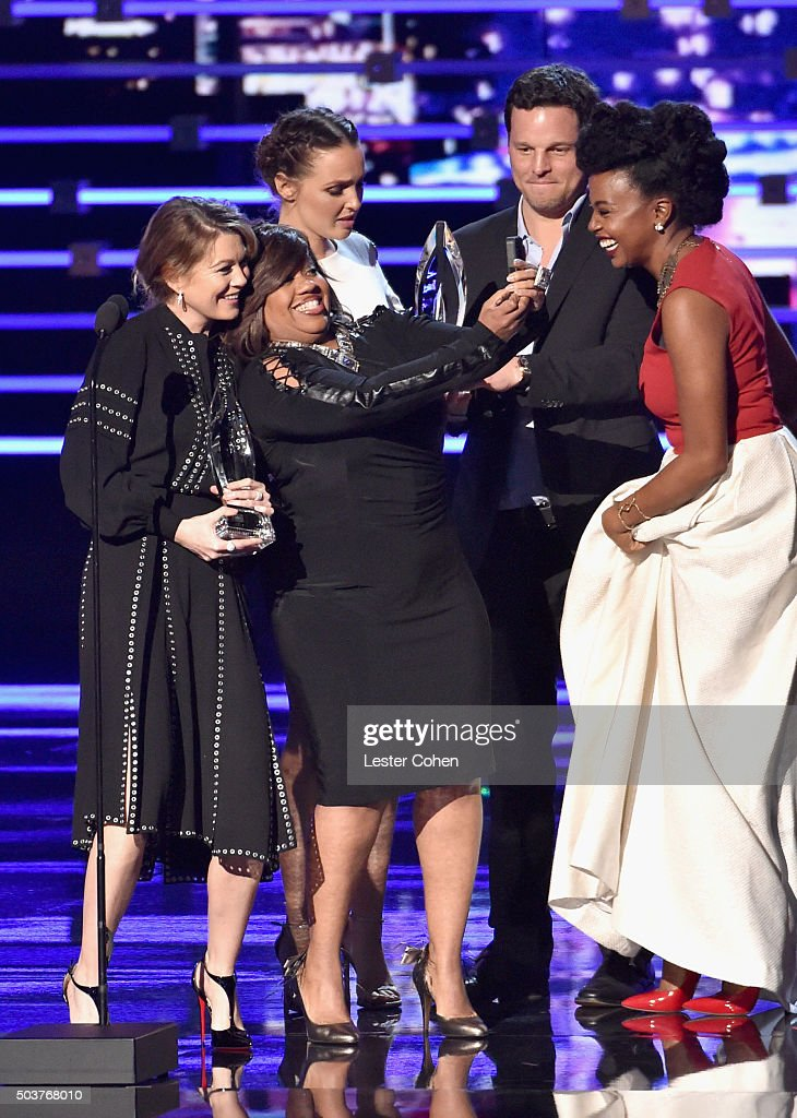 Actors Ellen Pompeo, Chandra Wilson, Camilla Luddington, Justin Chambers and Jerrika Hinton receive the award for Favorite Network TV Drama for 'Grey's Anatomy' onstage during the People's Choice Awards 2016 at Microsoft Theater on January 6, 2016 in Los Angeles, California.
