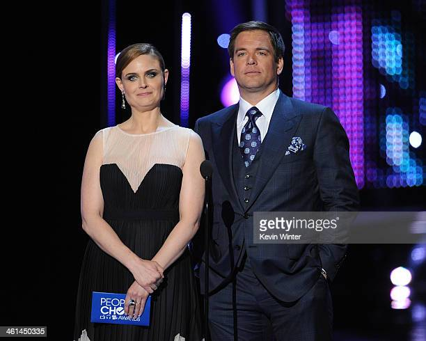 Actors Emily Deschanel and Michael Weatherly speak onstage at The 40th Annual People's Choice Awards at Nokia Theatre LA Live on January 8 2014 in...