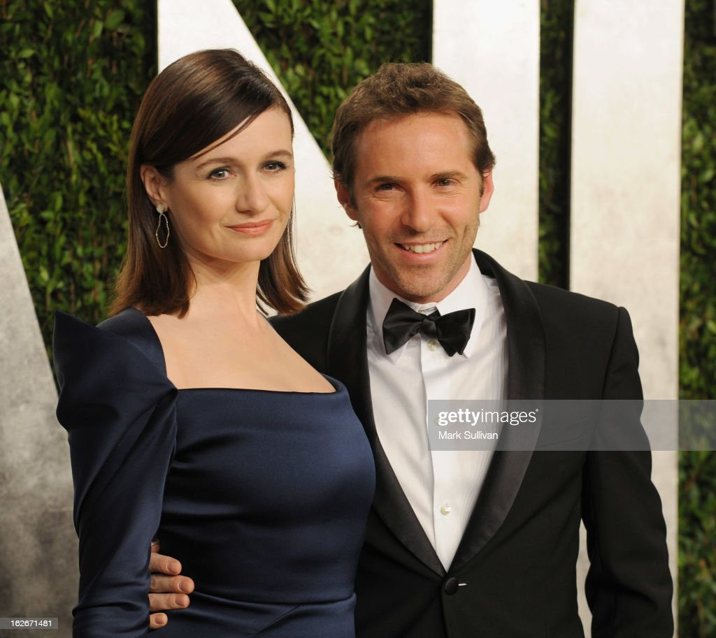 Actors Emily Mortimer and Alessandro Nivola arrive at the 2013 Vanity Fair Oscar Party at Sunset Tower on February 24, 2013 in West Hollywood, California.