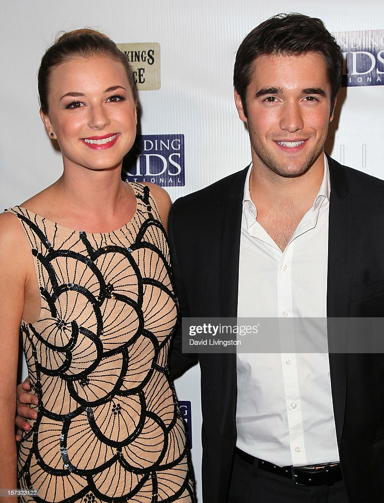 Actors Emily VanCamp (L) and Joshua Bowman attend Mending Kids International's 'Four Kings & An Ace' Celebrity Poker Tournament at The London Hotel on December 1, 2012 in West Hollywood, California.