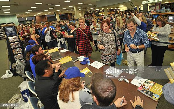 Actors Eric Martsolf Suzanne Rogers James Reynolds Patsy Pease Billy Flynn Kate Mansi and Greg Vaughan meet their fans during the Days Of Our Lives...