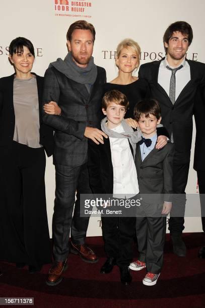 Actors Ewan McGregor Naomi Watts Samuel Joslin and Oaklee Pendergast pose with Spanish tsunami survivors Maria Belon and son Lucas Belon at the UK...