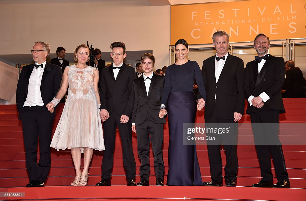 Actors <a gi-track='captionPersonalityLinkClicked' href=/galleries/search?phrase=Fabrice+Luchini&family=editorial&specificpeople=716653 ng-click='$event.stopPropagation()'>Fabrice Luchini</a>, Valeria Bruni Tedeschi, Brandon Lavieville, Raph, <a gi-track='captionPersonalityLinkClicked' href=/galleries/search?phrase=Juliette+Binoche&family=editorial&specificpeople=209273 ng-click='$event.stopPropagation()'>Juliette Binoche</a>, Director <a gi-track='captionPersonalityLinkClicked' href=/galleries/search?phrase=Bruno+Dumont&family=editorial&specificpeople=607004 ng-click='$event.stopPropagation()'>Bruno Dumont</a> and actor <a gi-track='captionPersonalityLinkClicked' href=/galleries/search?phrase=Jean-Luc+Vincent&family=editorial&specificpeople=10288598 ng-click='$event.stopPropagation()'>Jean-Luc Vincent</a> attend the 'Slack Bay (Ma Loute)' premiere during the 69th annual Cannes Film Festival at the Palais des Festivals on May 13, 2016 in Cannes, France.