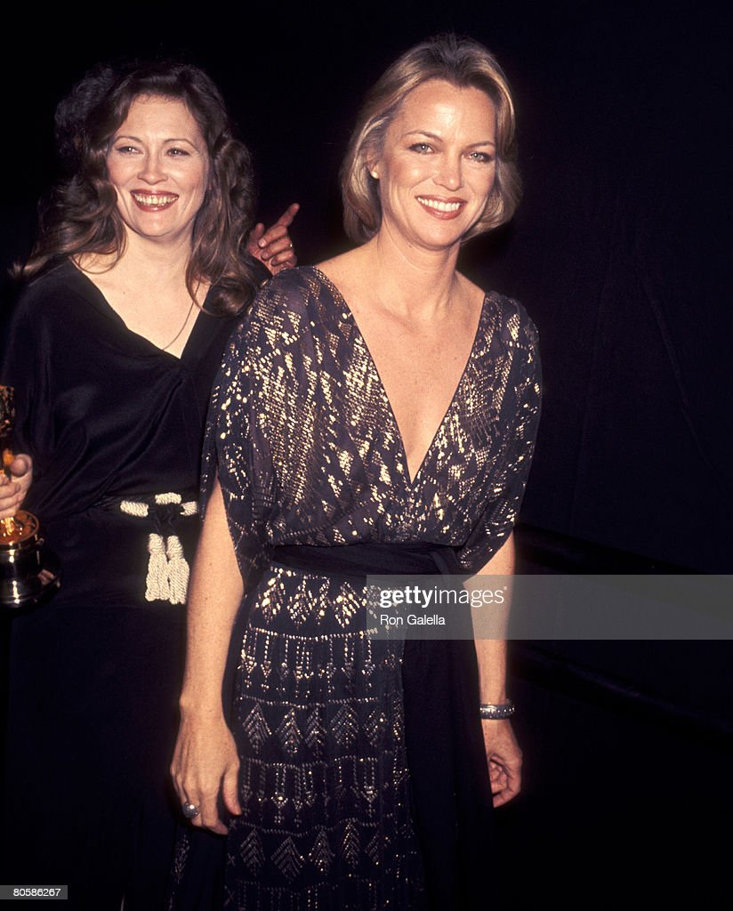 Actors Faye Dunaway and Louise Fletcher attend the 49th Annual Academy Awards on March 28, 1977 at Dorothy Chandler Pavilion in Los Angeles, California.
